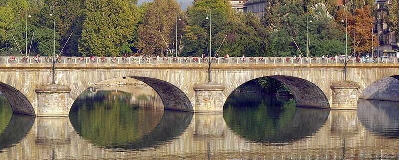 Torino, il Po, Superga sullo sfondo