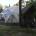 """L'aspetto avveniristico della cupola geodetica è ingentilito dall'ingresso """"similcapanna"""""""